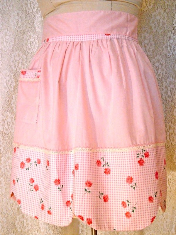 Darling vintage apron with scalloped hem and pocket with matching ...