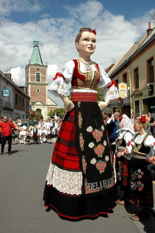 лето утро сербский народный костюм фото них нет никакой