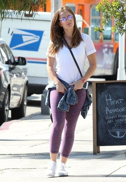 Minka Kelly Photos Photos - Minka Kelly is spotted having lunch in Los Angeles, California on October 11, 2016. - Minka Kelly Has Lunch in Los Angeles