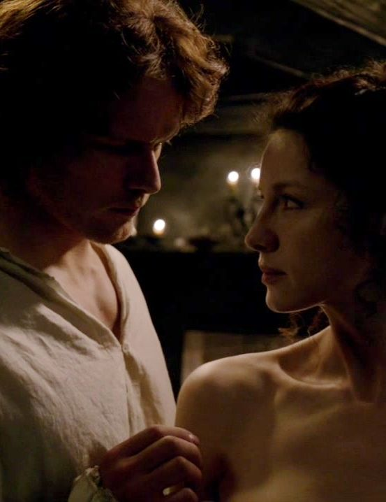 claire fraser caitriona balfe and jamie sam heughan on