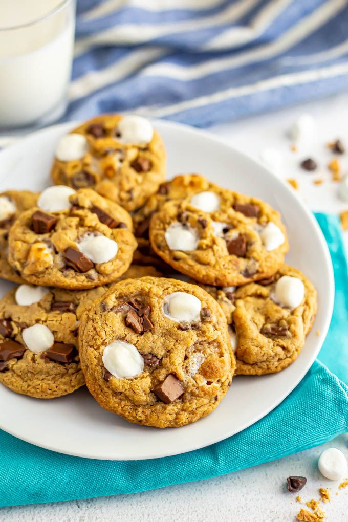 S'mores cookies S'mores cookies are soft, gooey and completely irresistible! They've got graham cracker crumbs, mini marshmallows, chocolate chips and chopped chocolate bars for the ultimate summer treat!