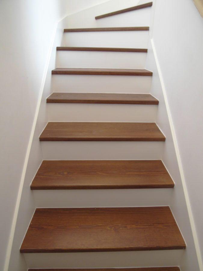 Image result for escaleras blanca y madera decoracion for Escalera madera decoracion