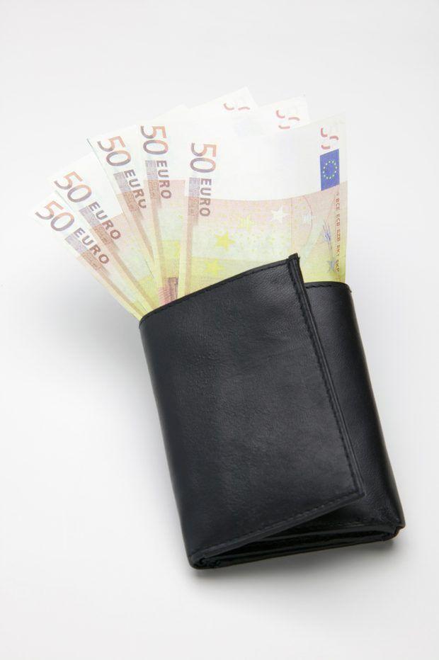 Como fazer uma carteira masculina com três partes   Carteiras ... 25a6ce42e8