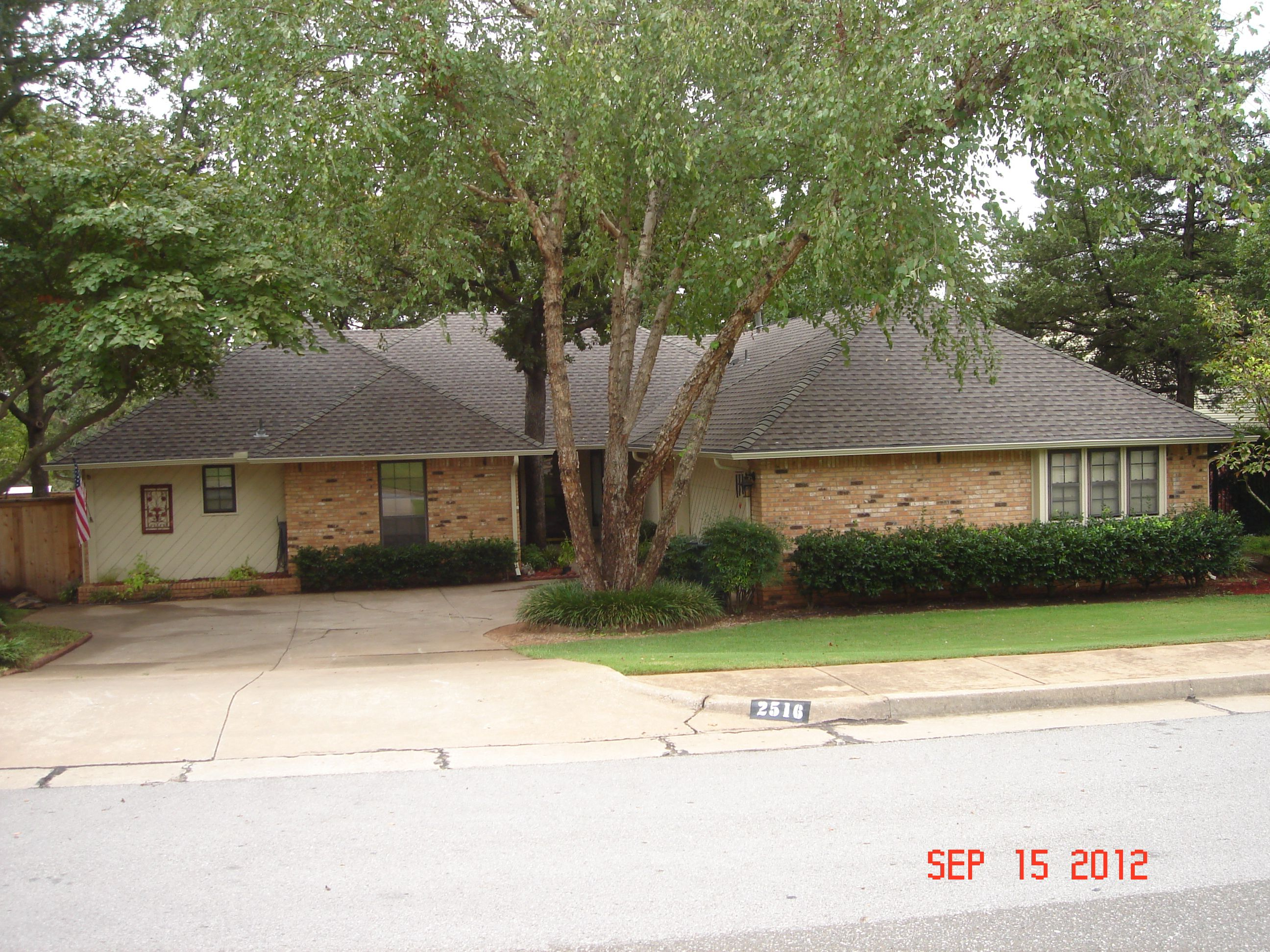Best Replaced Old Brown Shingles With Weatherwood Now The Roof 400 x 300