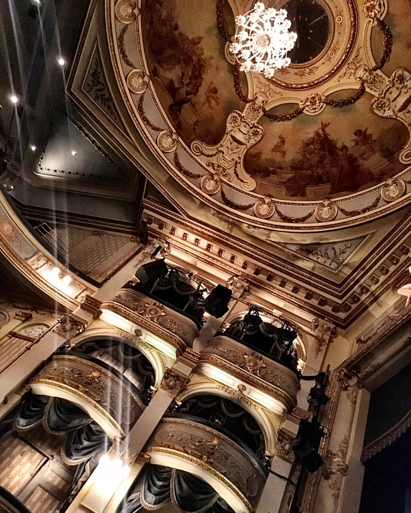 The gorgeous interior of Wyndham's Theatre, Saint Martin's Court, in the West End of London 🇬🇧 there