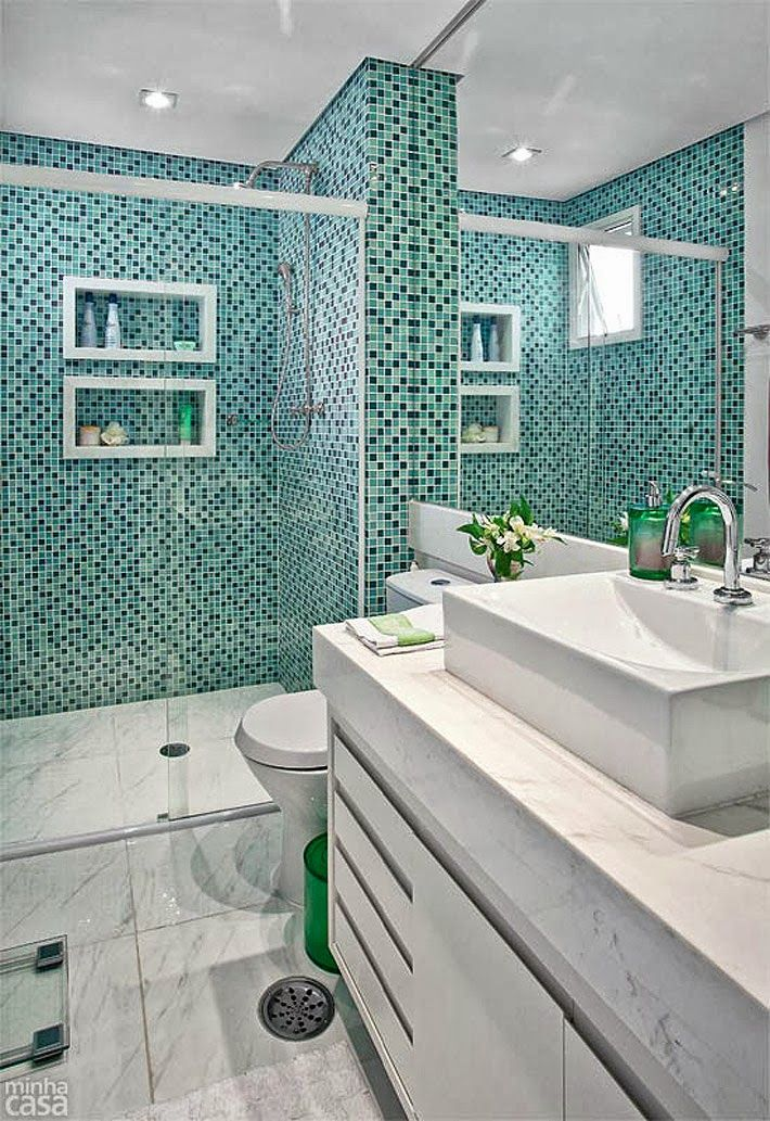 Banheiro com pastilhas verde. Apartamento pequeno. www.comprandomeuape.com.br