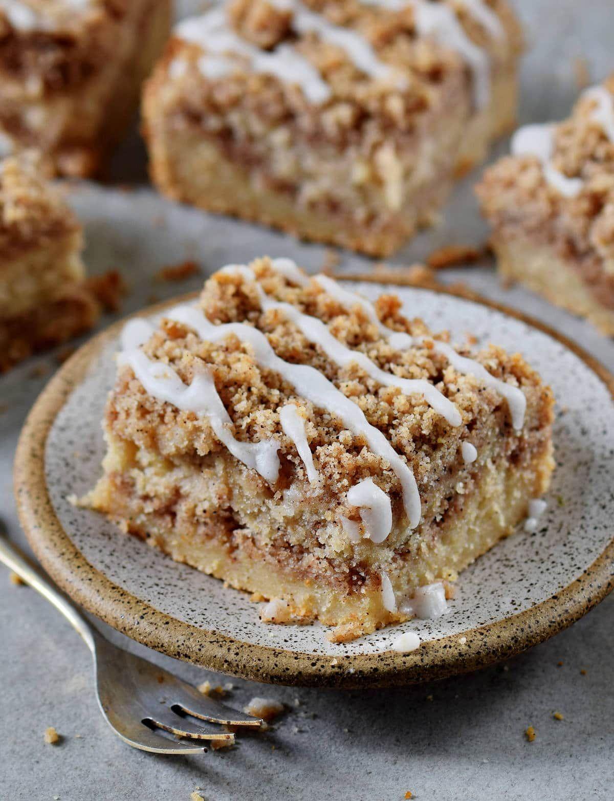 Veganer Streuselkuchen ohne Hefe | Zimt-Krümelkuchen - Elavegan