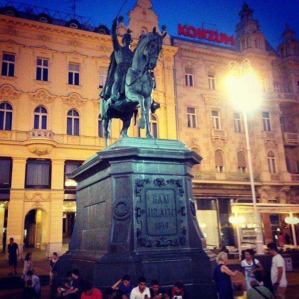 Trg Bana Josipa Jelacica In Zagreb Grad Zagreb Croatia Holiday Places To Go Croatia