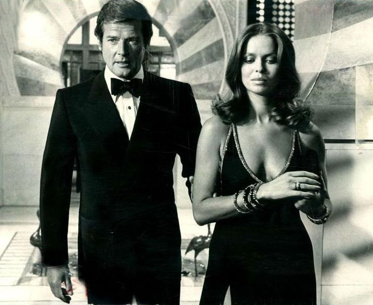 Roger Moore And Barbara Bach The Spy Who Loved Me 1977 Bond