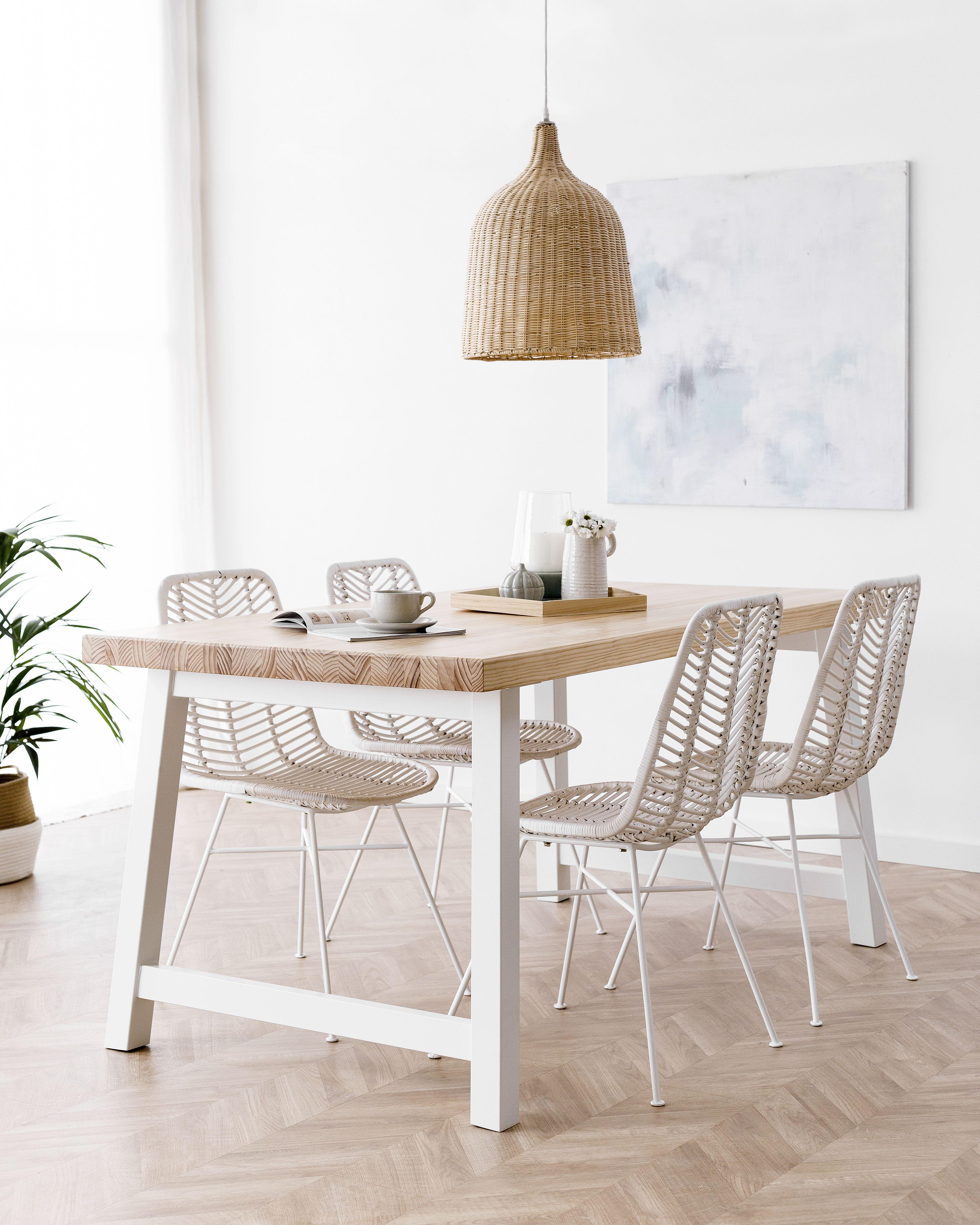silla blanca patas madera mesa