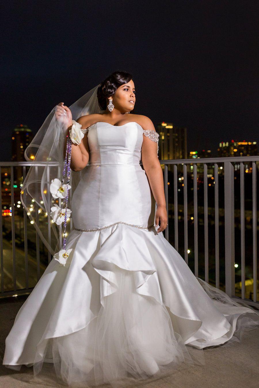 Our Intimate And Elegant Kentucky Wedding Plus Size Fashion Dresses Wedding Dresses Simple Kentucky Wedding [ 1200 x 800 Pixel ]