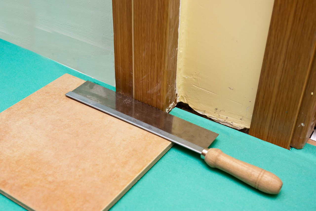How to lay laminate flooring around doors home for Laying laminate flooring