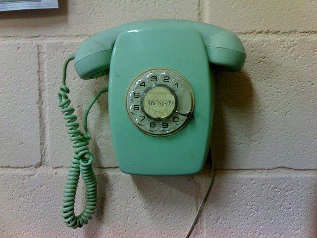 old school telephone http://morgatta.wordpress.com/2014/09/19/dove-sono-finiti-i-flirt-estivi/