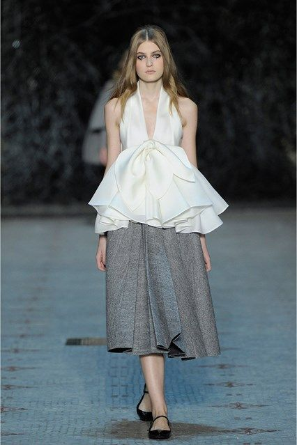 Catwalk photos and all the looks from Dice Kayek Spring/Summer 2016 Couture Paris Fashion Week