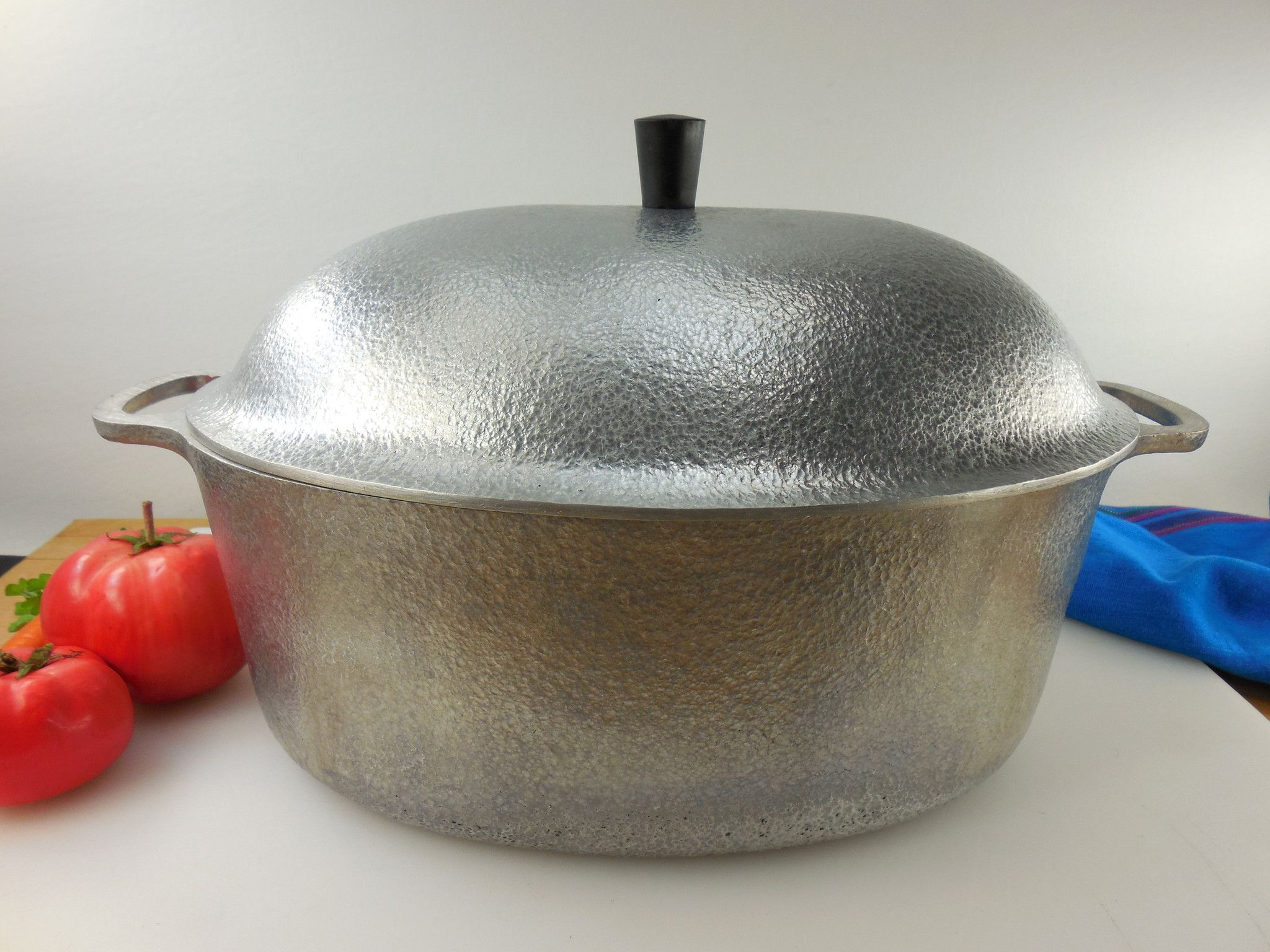 Sold Club Hammered Aluminum 15 Oval Roaster Pot With Lid Usa Vintage Hammercraft Cookware Usa Vintage Cookware Cookware Vintage