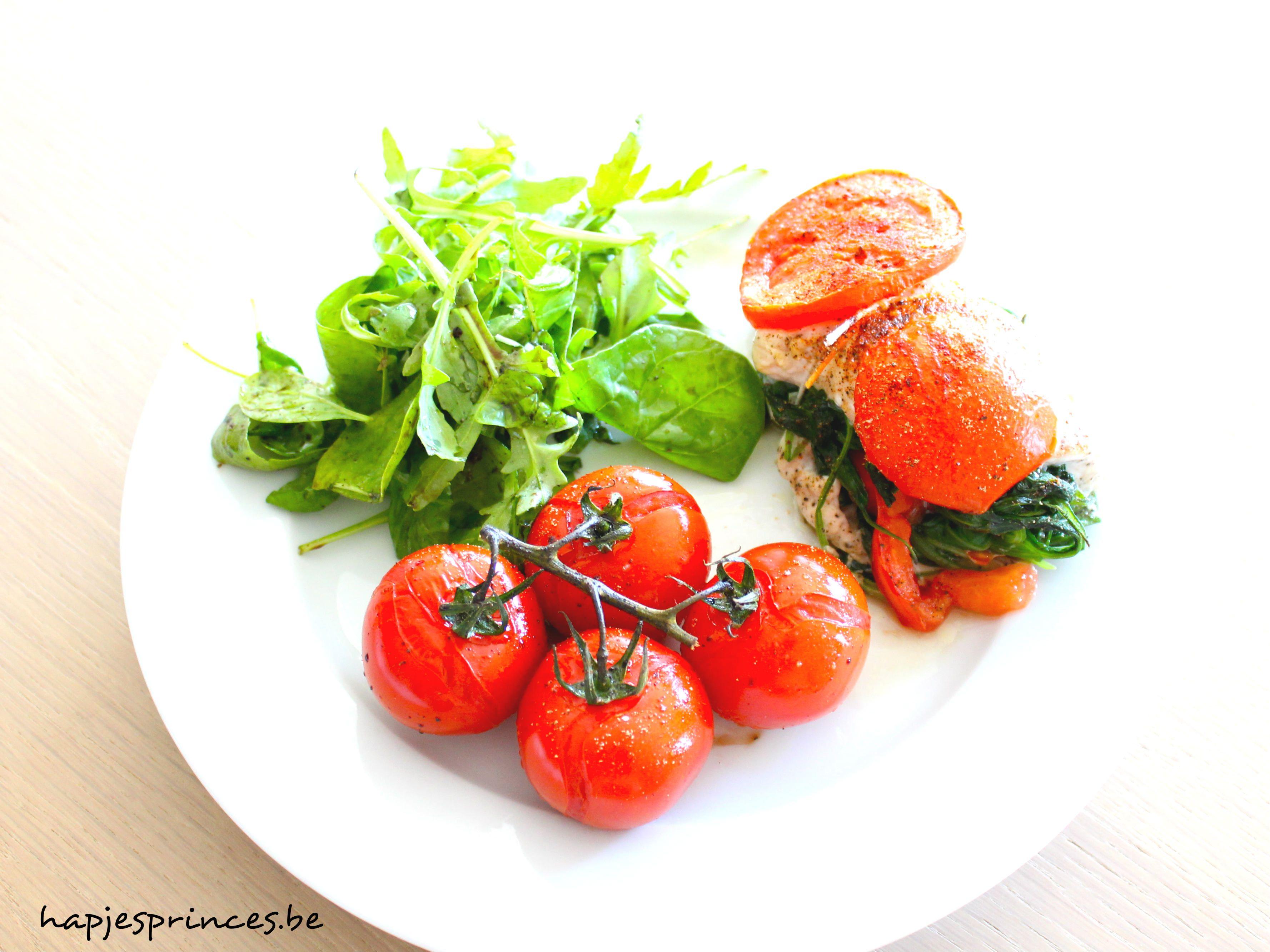 Deze kipfilet opgevuld met spinazie en tomaat. Heel eenvoudig, lekker en gezond. Geïnspireerd op een recept van Pascale Naessens.