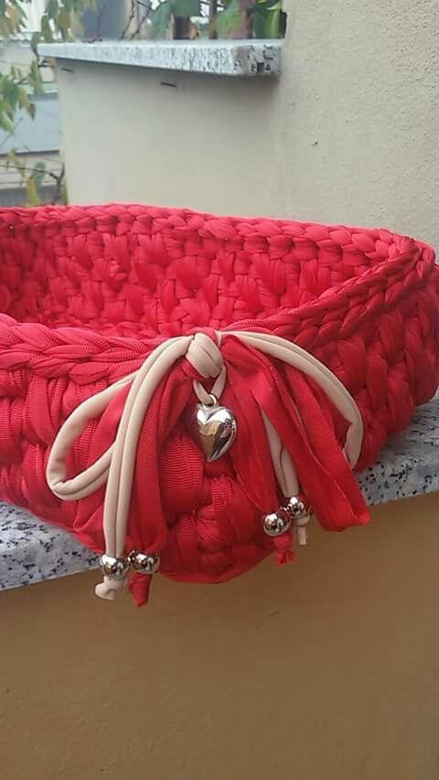 Paricolare cestino rosso