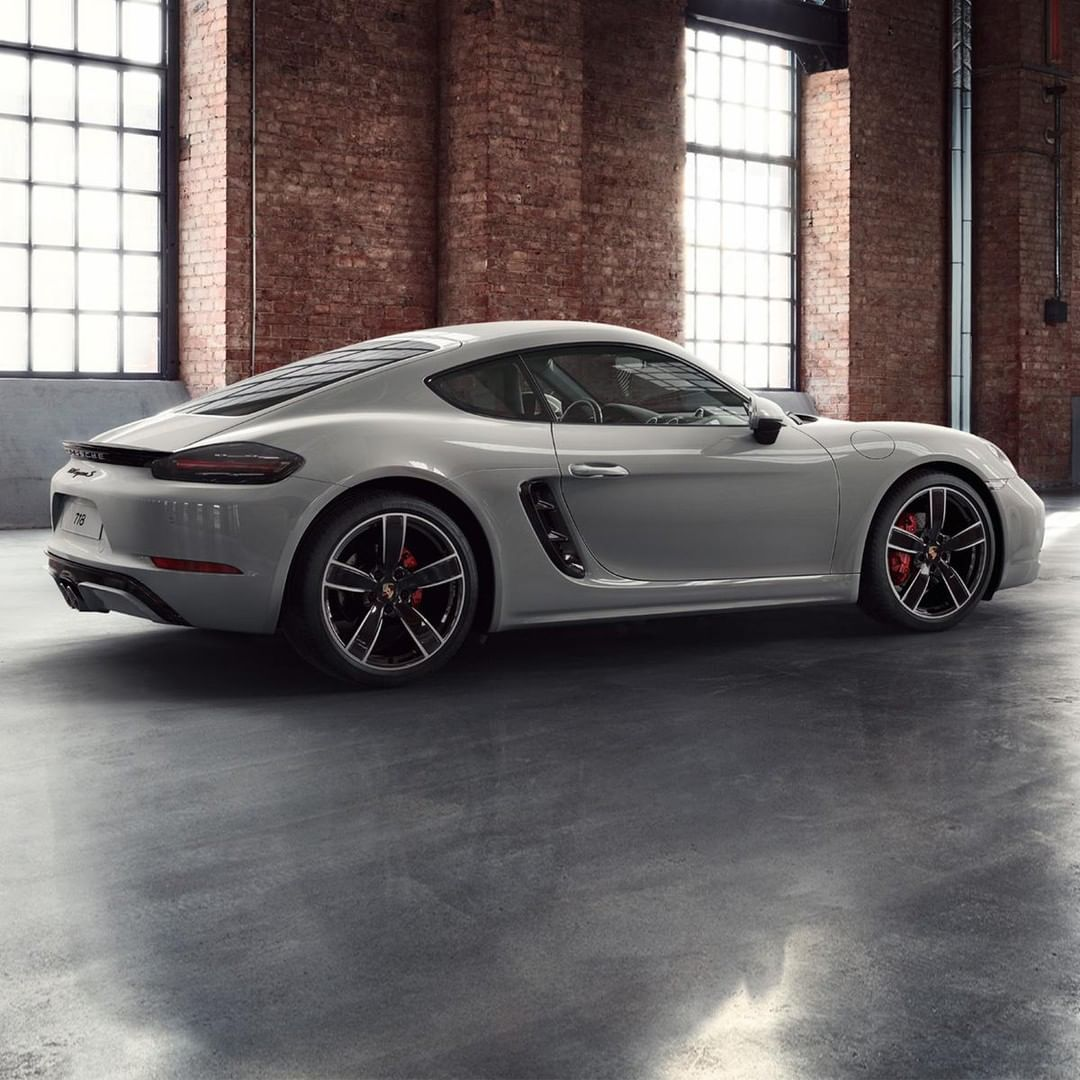 Porsche Exclusive Manufaktur Turns Dreams Into Reality Like This 718 Cayman S In Crayon Finished With 20 Inch Porsche 718 Cayman Porsche Sports Car Cayman S