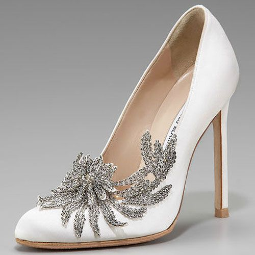 Manolo Blahnik Swan Satin Pumps, aka Bella Swan's wedding shoes!! These babies will cost you $1295. Totally worth it, I think ;)