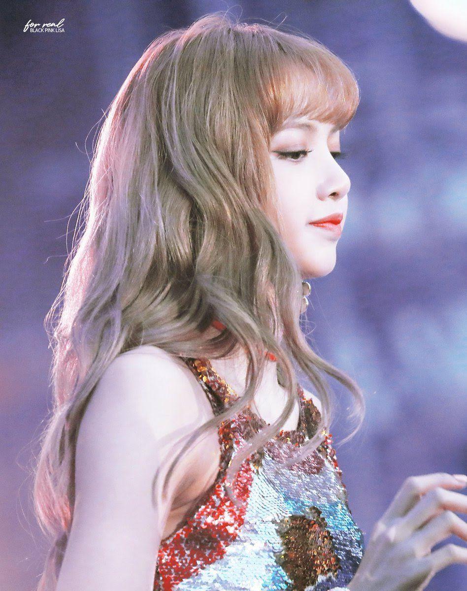 13 Female Idols Slay Blonde Curly Hair So Well Beautiful Girlzs Curly Hair Styles Blonde Beautiful Hair Color