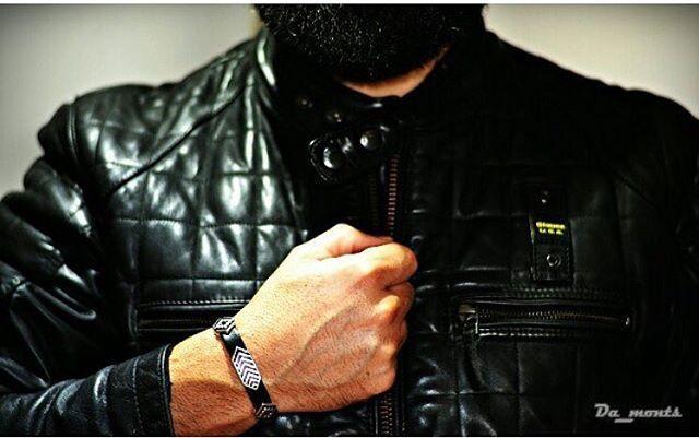 Orgullosa de mi trabajo 😊 Gracias! @da_monts #youarethejewel #joyas #joyasparahombre #gif #joies #pulseradecuero  #myjob #job #happy #sun #love #barcelona #barcelonainspira #igersbarcelona #diseño #artesania #arte #aptitud #actitud #fashion #fashionable #fashioaddict #jewel #jewellery #leather #moto #blauer
