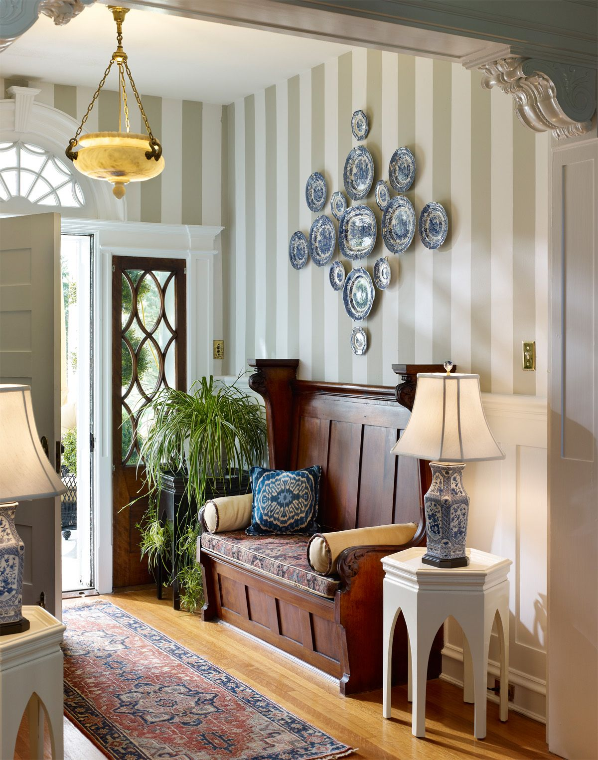 Small Foyer Decorating Ideas Nothing gives a room more drama and