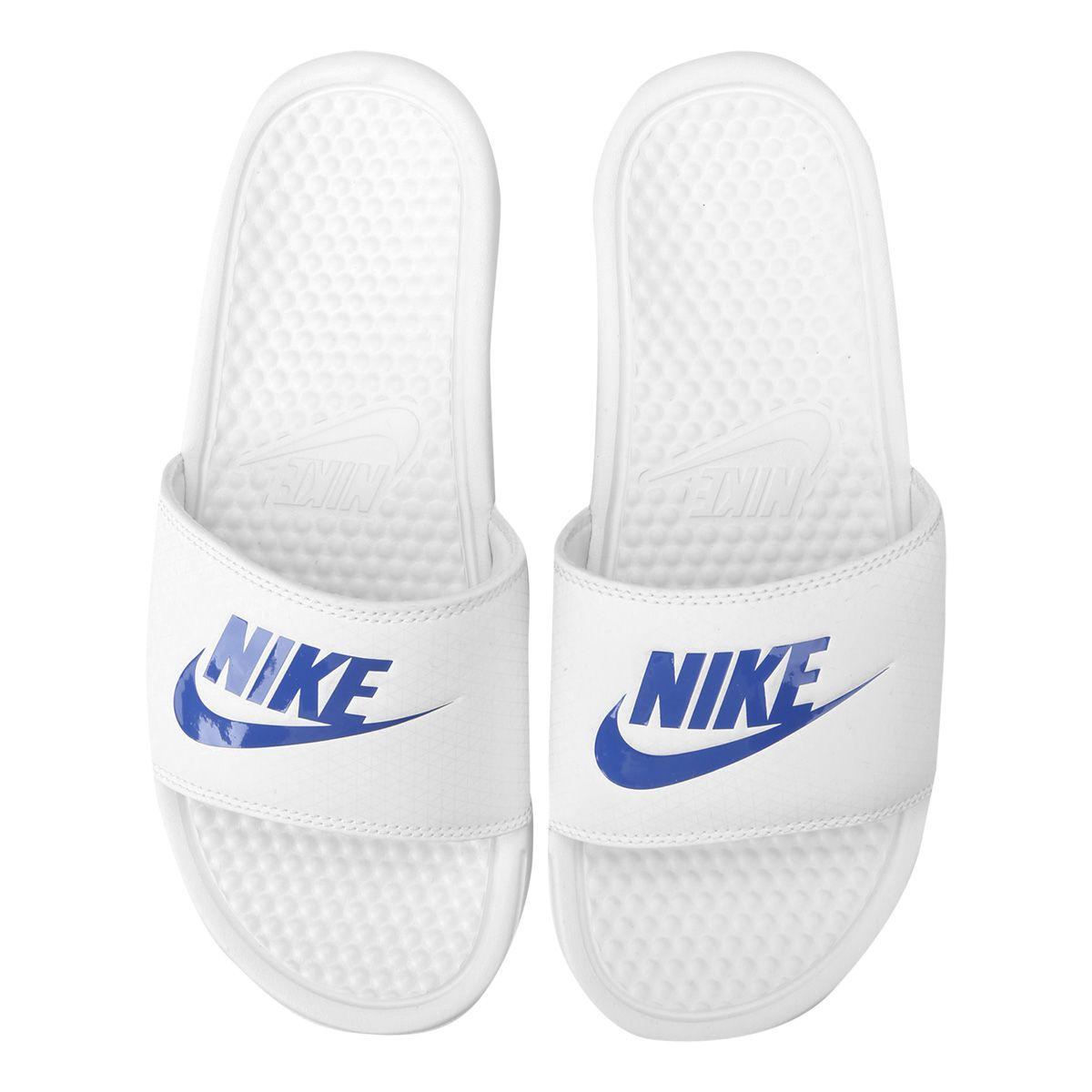 245af794889 A Sandália Nike Benassi JDI Masculina Branco e Azul é uma ótima opção para  os homens