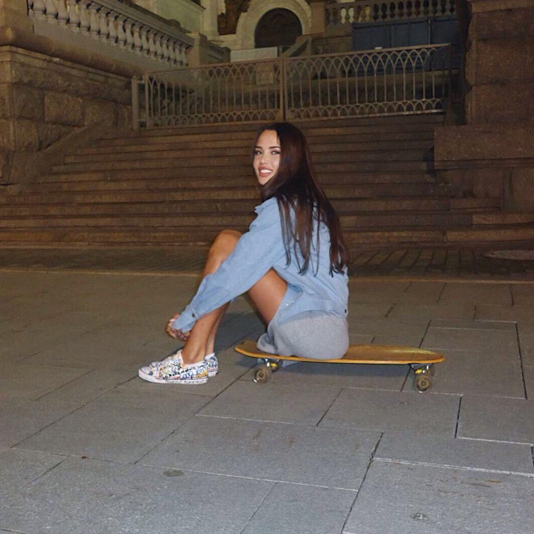 Anastasia Reshetova instagram new photo