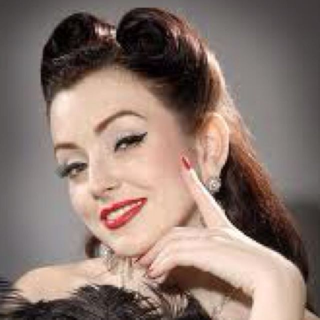 Vintage Pin Up Hairstyle!