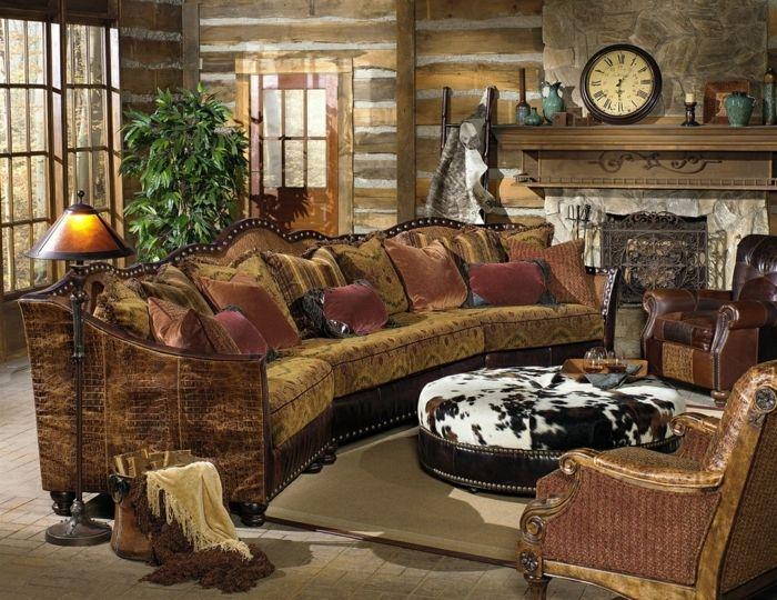 decoracion salones salon rustico con chimenea reloh y sof mesa tapizados - Salones Rusticos Con Chimenea