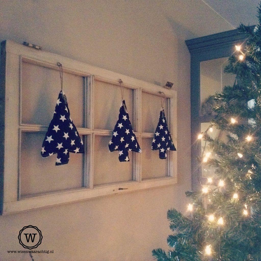 Kerstdecoratie Aan Oud Raam Kerstdecoratie Kerst Thuis Kerst
