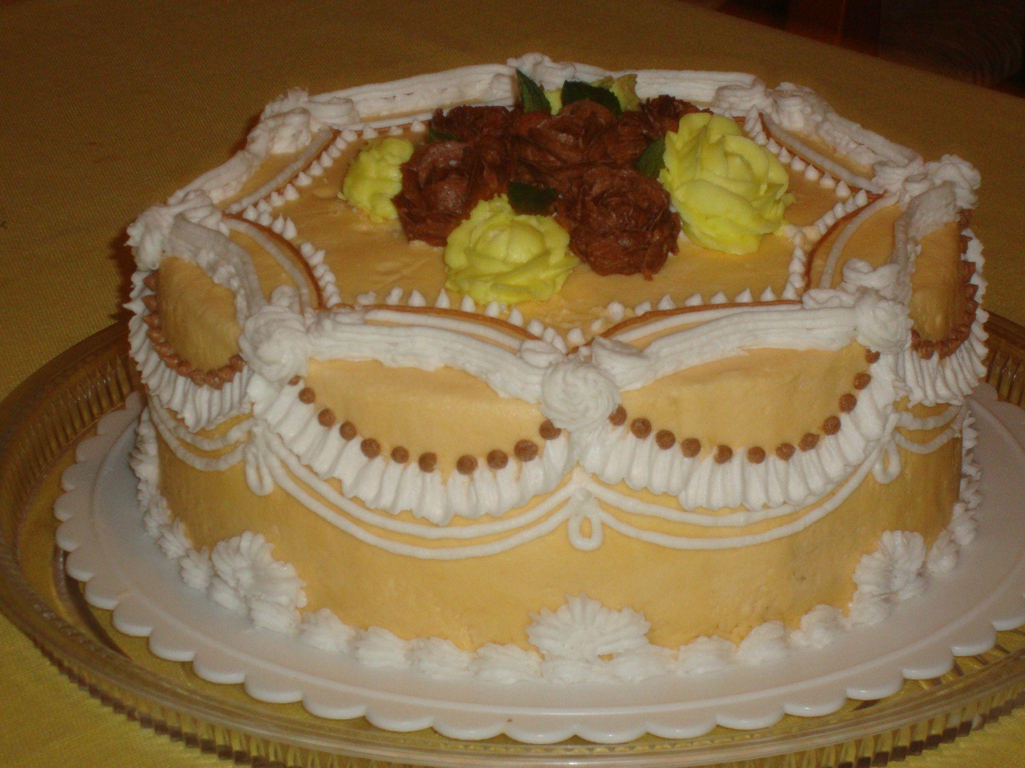 Pastel de betun con rosas y olanes recetas para cocinar - Flores para cocinar ...