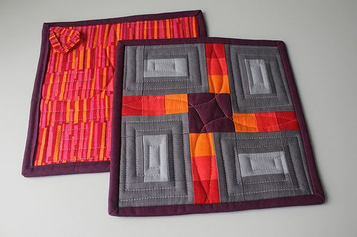 Petals Patchwork Pot Holders by Josée Carrier from The Charming Needle
