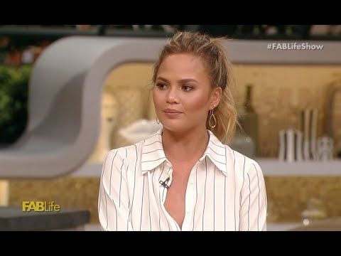 Chrissy Teigen Opens Up Why She Hates the Peeple App - http://maxblog.com/16432/chrissy-teigen-opens-up-why-she-hates-the-peeple-app/