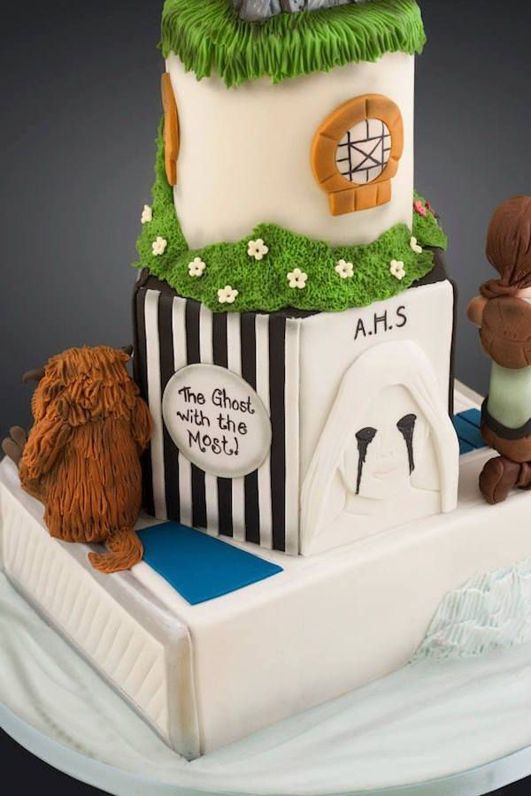 This May Be The Ultimate Nerdy Pop Culture Wedding Cake Cakes - Comic Book Wedding Cake