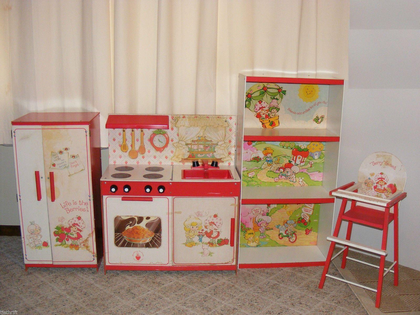 Strawberry Shortcake Vintage Kitchen Playset Dolls