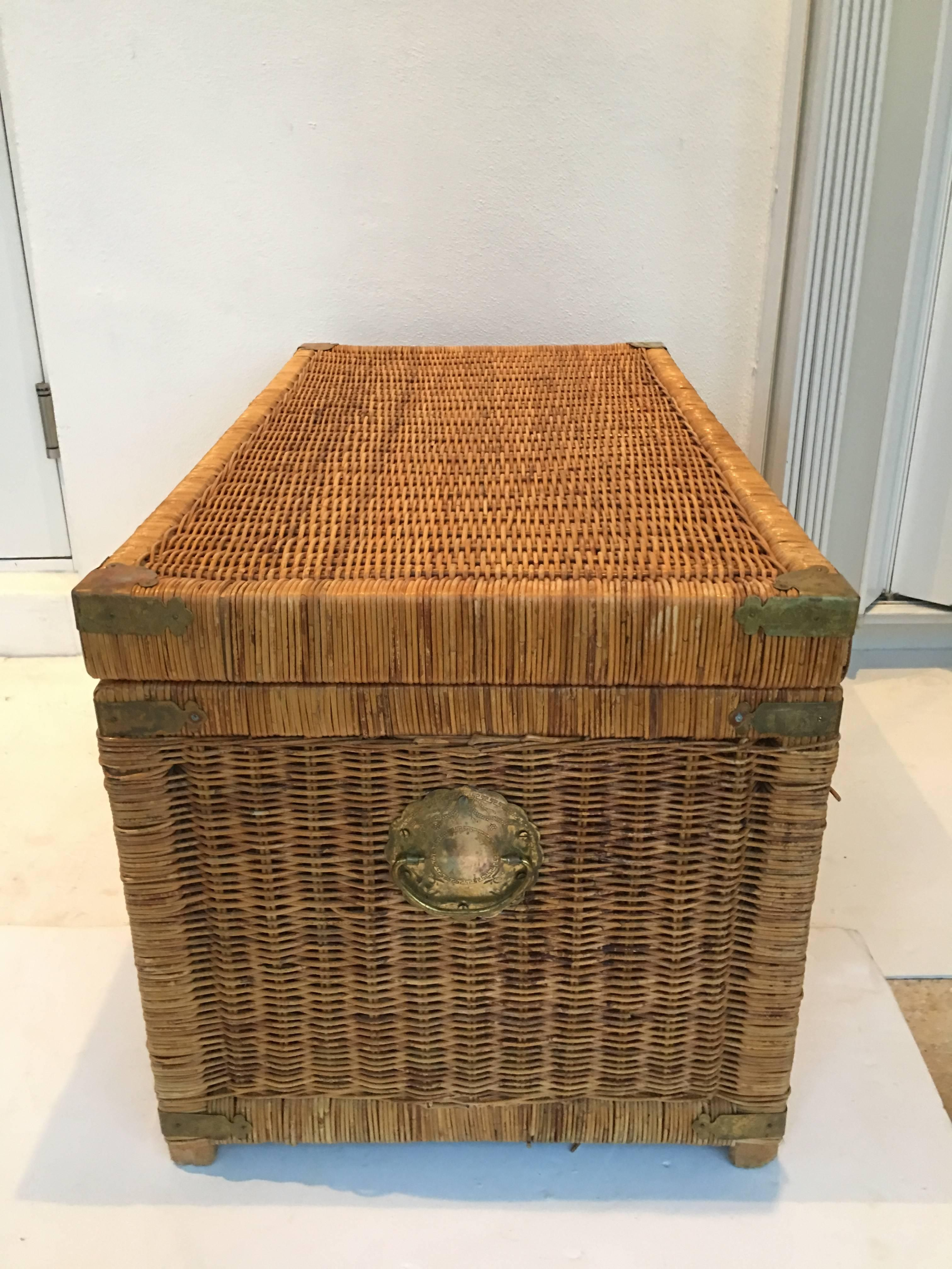 Vintage Wicker And Brass Chinoiserie Style Trunk Chest For Sale At 1stdibs Vintage Wicker Wicker Chinoiserie