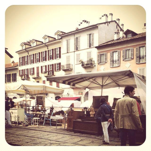 Navigli sunday market, milan