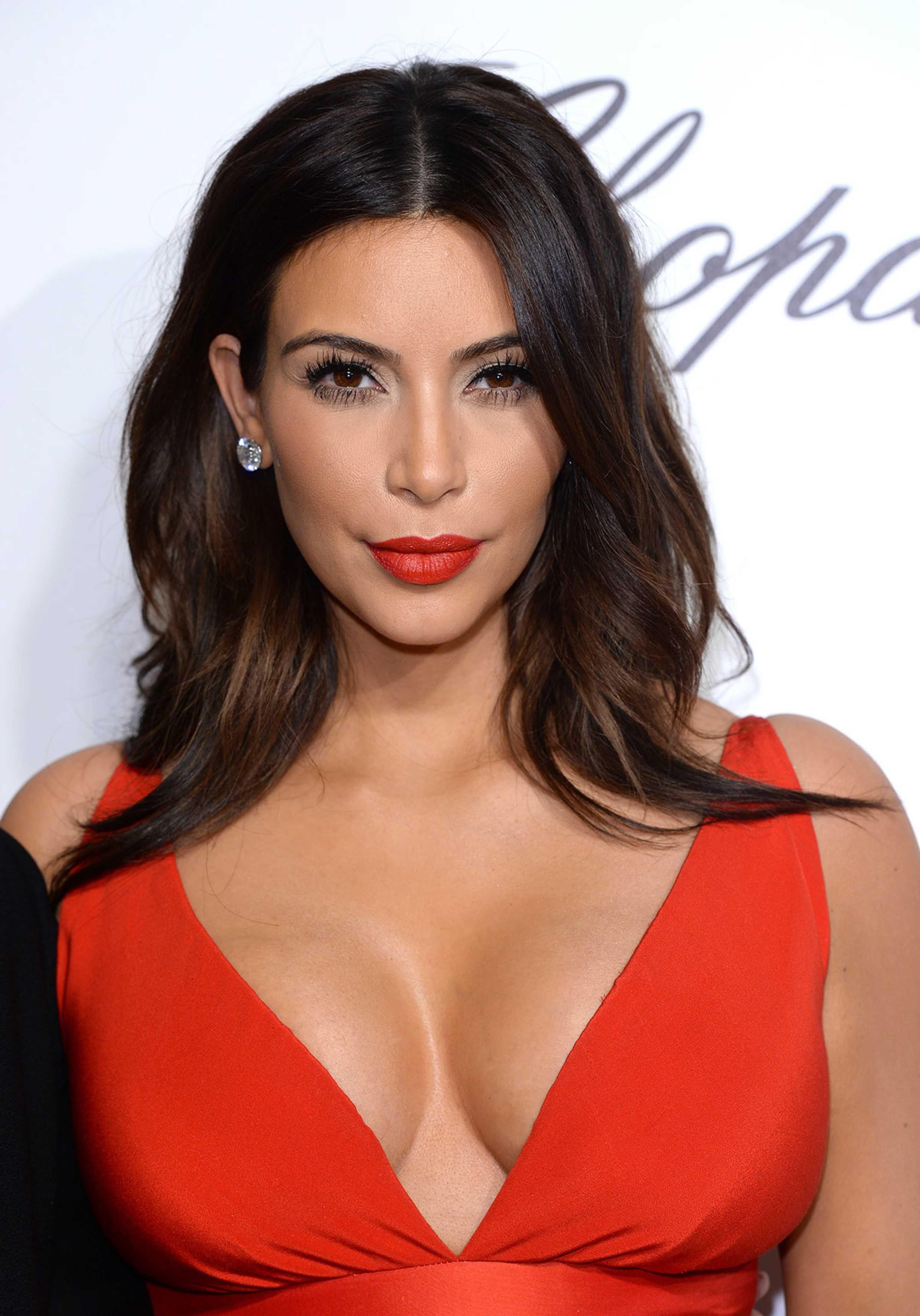 Kim Kardashian Breaks the Internet (Again) With See-Through Dress ...