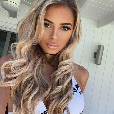 California dreaming ✨ hair is by @jaybirminghamhair wearing @beauty_worksonline 22 double hair set clip-in extensions shade 'champagne blonde' waved with the professional styler wand. use code ELLIE10 for money off #beautyworks #ad #champagneblondehair