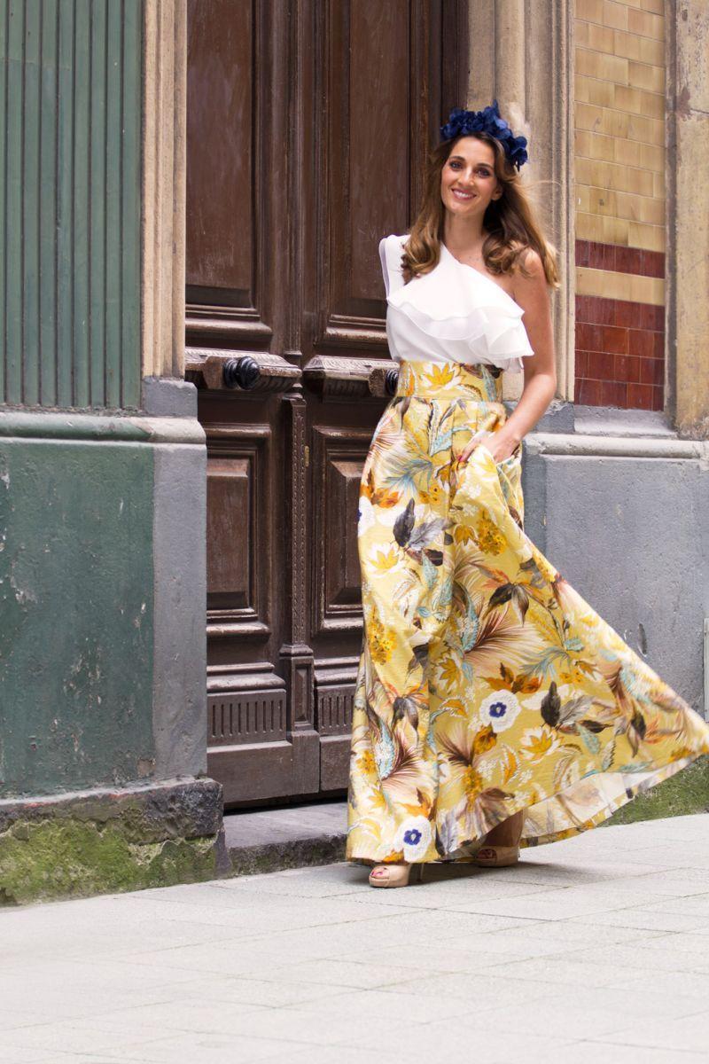 Falda mostaza larga con estampado de flores y talle a la cintura de Apparentia