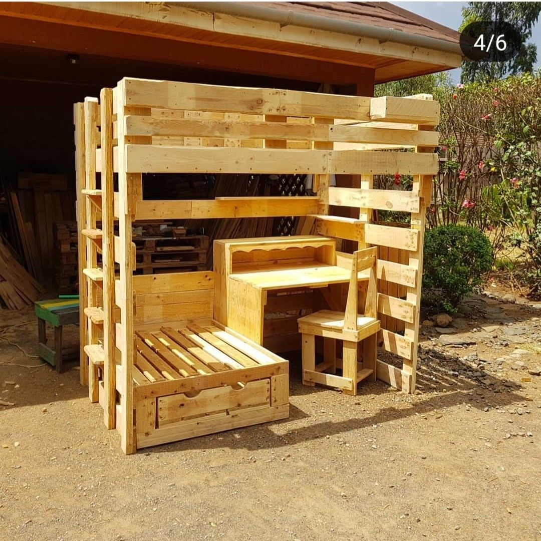 An Excellent Story Bed Made With Pallets With Images Pallet