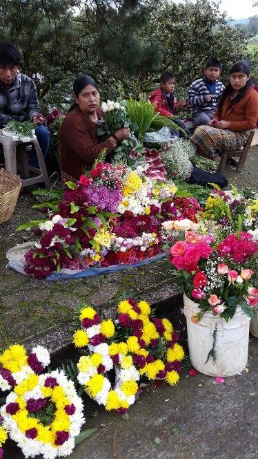 Desde temprano trabajando - Cementerio Las Flores