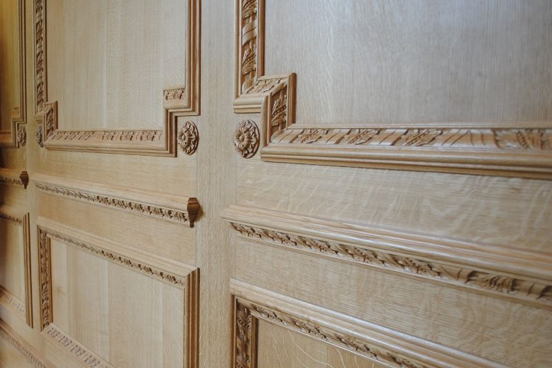 Oak panels with carved bolection moulding arttus
