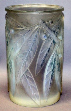 "Lot:RENE LALIQUE ""LAURIER VASE"", No. 947, CIRCA, Lot Number:405, Starting…"