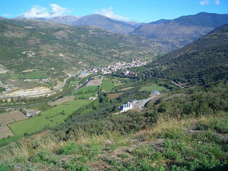 Sort Capital Del Turismo De Aventura En El Pirineo Catalan Catalunya Lleida Turismo Aventura Viajes Turismo