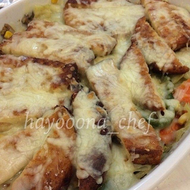 صينيه دجاج و خضار برجر دجاج او صدور دجاج فلفل بارد بصل فطر جزر ذره ملفوف
