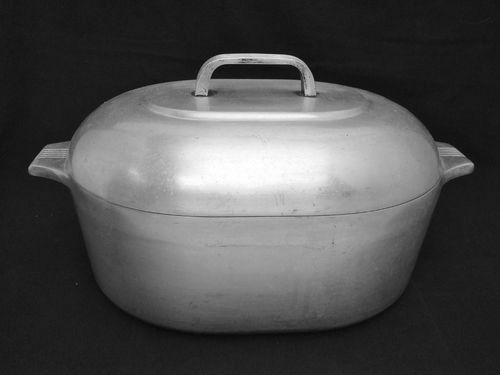 Aluminum Ware Restoration The Cast Iron Collector Information For The Vintage Cookware Enthusiast Vintage Cookware Aluminum Vintage Dishes