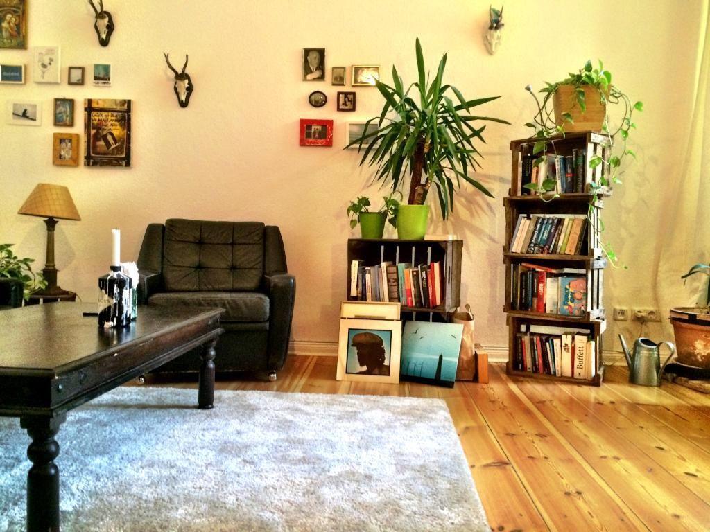 Wohnzimmer Kompletteinrichtung ~ Einrichtungsidee fürs wohnzimmer bücherregal aus wein obstkisten