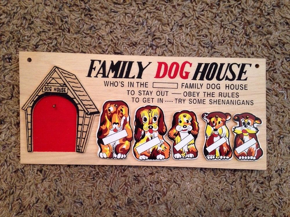 Family Dog House Wall Plaque Unused New With 5 Dogs Clean